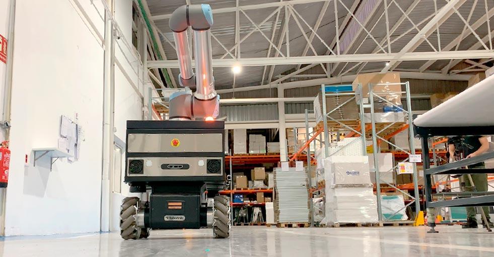 mobile manipulator in warehouse